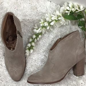 Unbridled by Ariat Eva suede booties